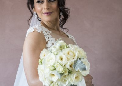bride_weddingdress_bridalbouquet